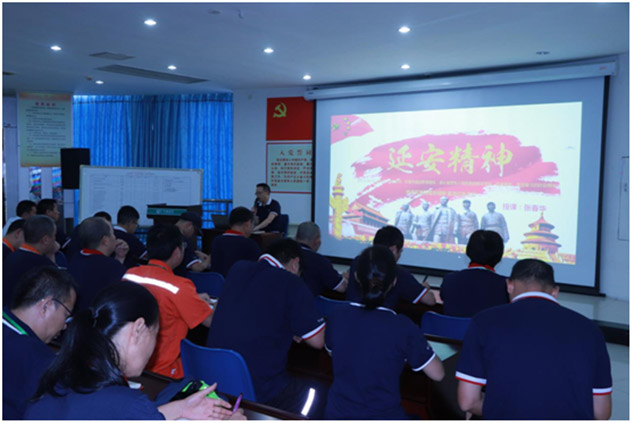 Huaxin color printing held a special party class with the theme of
